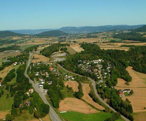 Meningene om tilhørigheten på Tuft er delte. Bildet viser Rølles og Ekebergfeltet og innover mot Tuft og Drammen.