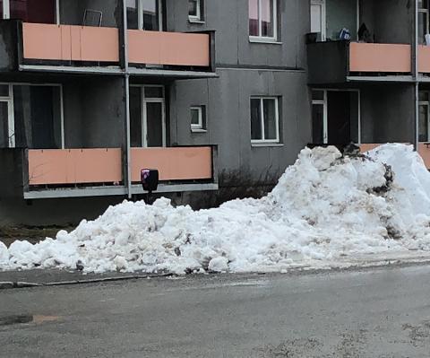 Mandag 22. mars var elbil-laderen på Nordsia lite tilgjengelig. Det er ingen krise, sier han som er ansvarlig i kommunen, for det er aldri noen som bruker den.