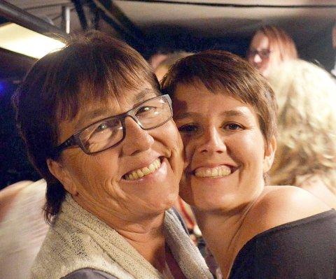 MOR OG DATTER: Veronica Isaksen (t.h.) mistet sin mor (t.v.) i den fryktelige trafikkulykken på Rjukan i september 2018. - Det var et sjokk, men nå skal jeg snakke om det i kirken.