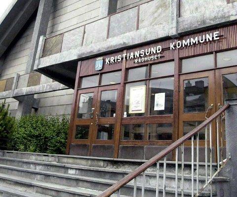 Det er innført ansettelsesstopp i Kristiansund kommune på grunn av den økonomiske situasjonen.