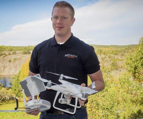 Sønnavind dronefoto: - Jeg gjør alt for å levere nøyaktig det kunden ønsker, sier Tronn Monrad Pedersen på Gjeving. Blir ikke kunden fornøyd, skal det heller ikke betales, lover mannen bak det nyetablerte firmaet.Privat foto