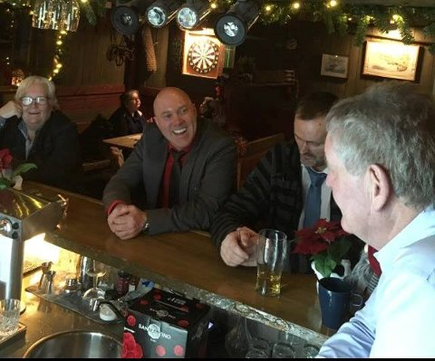 God stemning i baren på julaften.