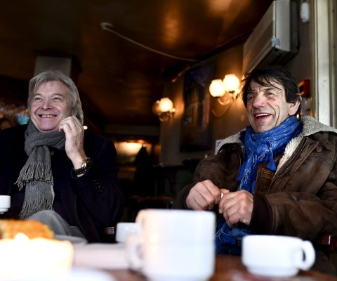 God stemning: – Det er en varm og upretensiøs stemning, sier Helge Jordal om viseklubben på Dyvekes. Helge Fredheim til venstre. Foto: Skjalg Ekeland