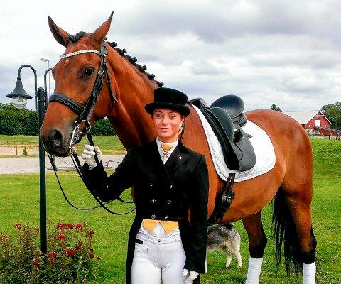KONKURS: Sandra Nicoline Birkeland har lenge drevet med sprangridning. I fjor begynte hun også med hesteoppdrett, det endte med konkurs. Bildet er fra 2013.