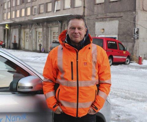 POSITIV: Trond Solberg, enhetsleder i Narvik veg og park har troen på flere runder med skitrasé fra fjellet til senturm. Foto: Martin Fredriksen