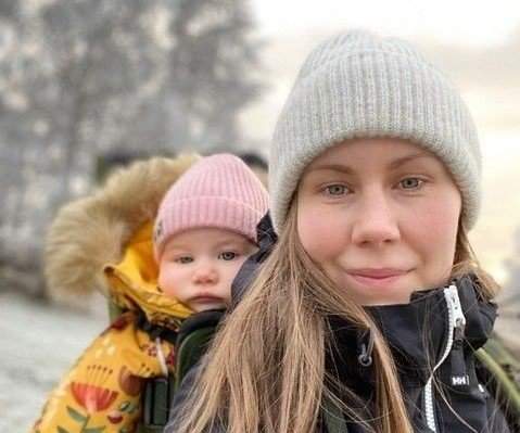 KORONABABY: Christina Halmrast fra Gran fikk barn i april 2020. Nå skal datteren begynne i barnehagen.