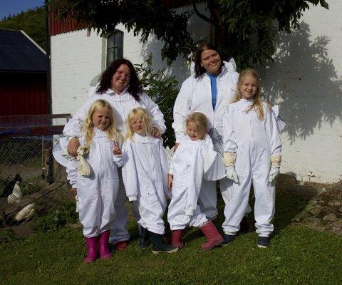 HELE GJENGEN: Julie Johnsen (til venstre) med sine barn Nena (7) og Vilde (5). Ingvild Carlsen med sine barn Elise (5) og Emma (9).