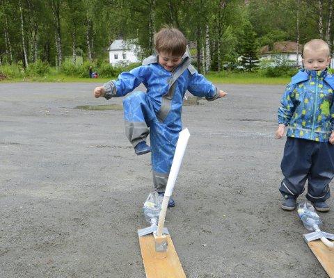Klar for oppskyting: Kristian er klar for å senda raketten til vers. Er det kanskje den kommande astronauten i NASA me ser?