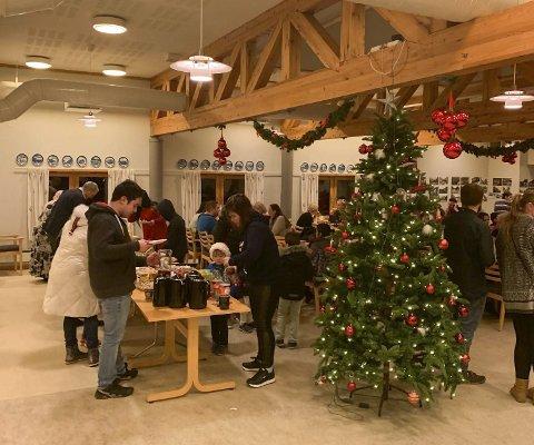 Bokko: Forrige ukes vinterfest i kafeen på Bokkotunet samlet både elever ved voksenopplæringen og deres familier. I alt 100 personer møtte opp.