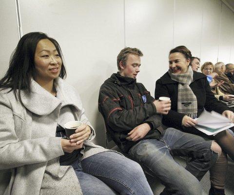 Applauderte fra benkeradene: Fra venstre: Beate Sælø, Andreas Brekken og Camilla Steen, var svært fornøyd med begrensningene og utsettelsen av saken. Alle foto: Pål Nordby