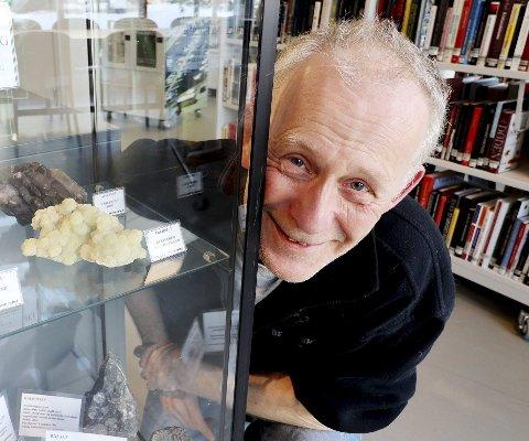 Stig blir aldri mett på stein: Stig Larsen har som mål å skape interesse og engasjement, særlig i den yngre delen av publikum når det gjelder vår lokale geologi. Foto: Pål Nordby