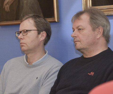 Lyttet: Jon Bohlin, Nito, og Jan Harry Larsen, El og It, fulgte debatten om eiermeldingen for Kragerø energi i kommunestyret.  De to er tillitsvalgte i selskapet.