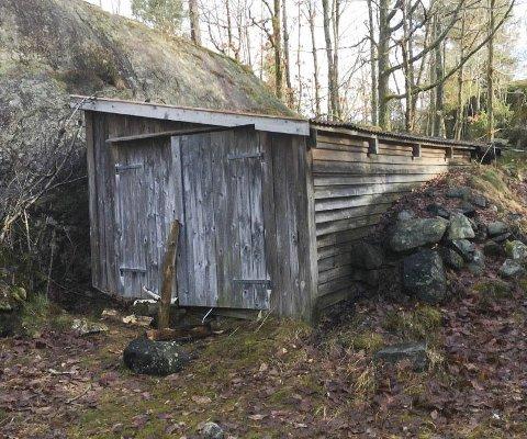 Bør tas vare på: Hovedutvalget anmodet hytteeieren om å ta vare på denne gamle bua. Foto: Kragerø kommune