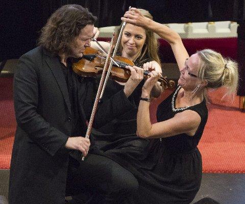 FELEFEST: Tre fiolinister på ett instrument. Fra venstre: Atle Sponberg, Anna-Liisa Bezrodny og Christine Gjesme.