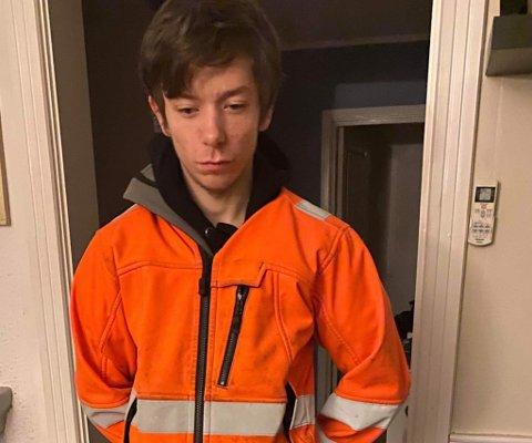 Adrian Vågsvær tror sjåføren var opptatt med mobilen, og derfor så ham litt sent.
