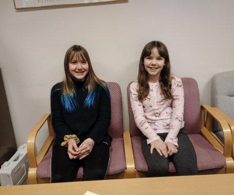 GLADE: Astri Pauline Wilhelmsen (12) og Ariel Marie Bræck er veldig fornøyde med kommunestyrets vedtak.