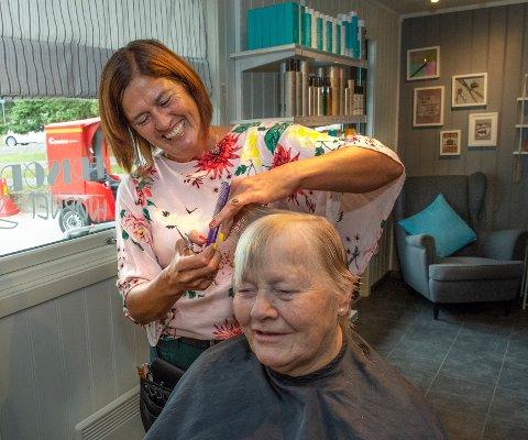 FAST KUNDE: Anne Helene Ruud har vært kunde i salongen til Ann Kristin helt siden starten.