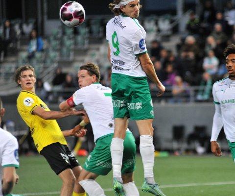 KOMPISDUELL: Nicolai Fosso Fremstad (t.v) og Kristian Lønstad Onsrud spilte begge meget godt for sine lag, men det var Fosso Fremstad som kunne smile bredest av de to gjøvikgutta etter cupthrilleren mellom HamKam og Raufoss.