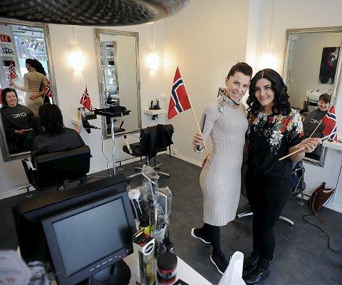 JUBILEUM: Tove Larsen, foran til venstre er stolt av det hun fått til. Her sammen med Bafrin Mohammed. I stolen til venstre sitter Sissel Jentoft, til høyre Trine Strand.