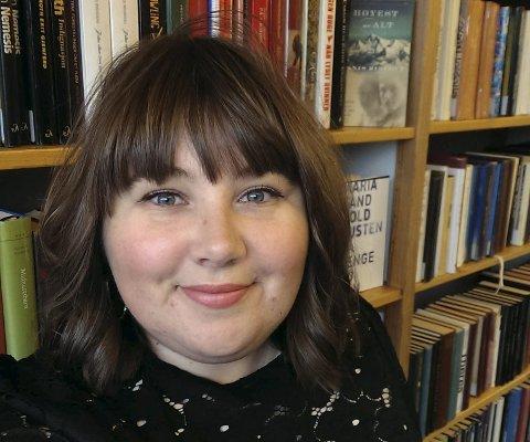 ANBEFALER: Siri Vollebekk på biblioteket anbefaler.