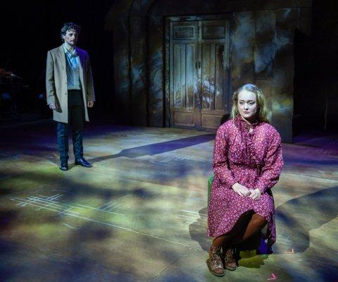 """Andreas Hoff og Karoline Dons spiller Daniel og Lena i Nordland Teaters """"Så som i himmelen"""". Musikalen blir Karolines første rolle som profesjonell skuespiller."""