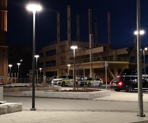 Politiet på plass: Politiet er fortsatt på plass etter klokka 22.00 fredag kveld.