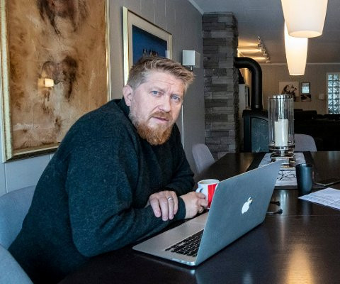 OPPGITT: Asgeir Spange Brekke forklarer at han i lang tid har forsøkt å komme i kontakt med Fremtind Service – som mange tusen andre nordmenn – uten å få svar.