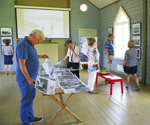 POPULÆR UTSTILLING: Svært mange benytter anledningen til å se noen av Anders B. Wilses unike fotografier fra Rødtangen da beboerforeningen arrangerte utstillingen i 2015.