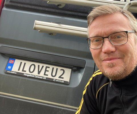 """Bjørn Liens bobil er pyntet med bilskiltet """"ILOVEU2""""."""