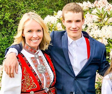 LEVER VIDERE I UNGDOMSPROSJEKT: Bare kort tid før Jens Lunde Tusvik (21) døde av en overdose, sa han til moren sin, Gyril Lunde Tusvik, at hun ikke skulle være redd og at ingenting kom til å skje. Nå har Jens gitt liv til ungdomsprosjektet Rocketman.