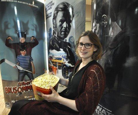 Fullpakket lørdag: Kinosjef Hilde Hem har popcornet klart, for lørdag er det «Den store kinodagen» med masse filmer til halv pris og mye moro i tillegg.