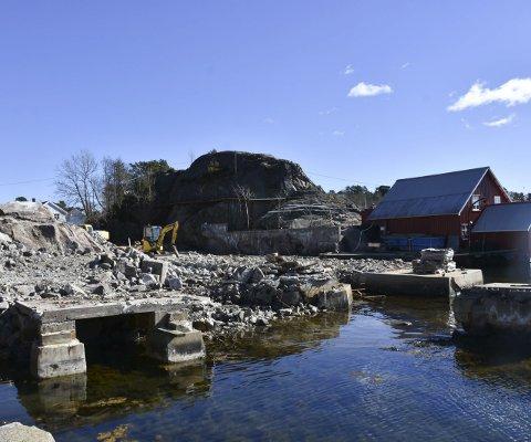 Arbeidet er i full gang: Her, på tomta til Lyngør båtbyggeri, skal det oppføres et Kystkultur-senter. Stiftelsen som står bak ønsker å leie ut 80 kvm. til Tvedestrand kommune.