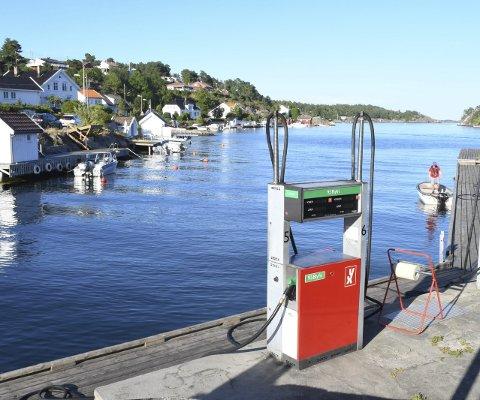 Lavest pris: Bensinprisen på bryggekanten i Kilsund er klart lavere enn på de andre marinaene i tvedestrandsdistriktet.Foto: Øystein K. Darbo