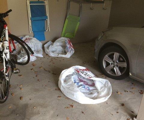INNBRUDD: Tyvene lot dekkplastposene ligge igjen i garasjen. FOTO: Privat
