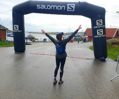 LØP TIL VERDENS ENDE: Kirsti Johnsen Skåtøy var glad for å se mållinjen på Verdens Ende i Vestfold.