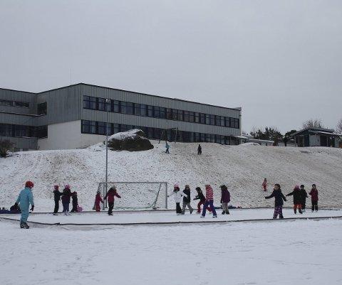 Skøyte-glede: På Hurrød skole var det mange som koste seg med skøyteisen fredag ettermiddag. Foto: Hege Mølnvik