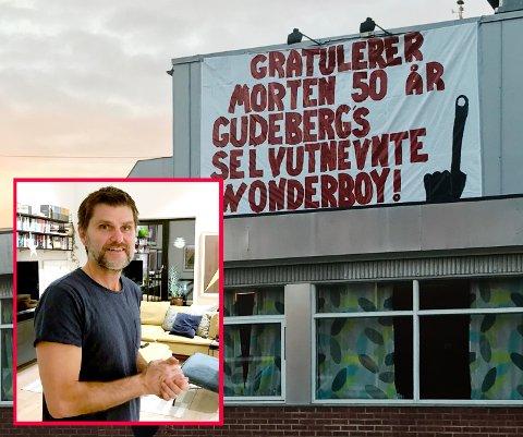 Denne hilsen møtte Gudeberg-lærer Morten Skåksrud da han kom på jobb mandag morgen.