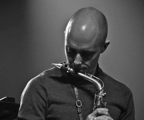 Topp: Frode Nymo er en prisbelønt musiker som har opplevd både  opp- og nedturer. Nå er han tilbake der han hører hjemme, på topp.