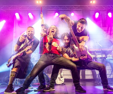 Loveshack: Består av Svein Finneide (vokal/gitar), Aslak Johnsen (bass/vokal), Ole Devold (trommer/vokal), Christian Nystrøm (keyboards/vokal) og Ken Ingwersen (gita/vokal).