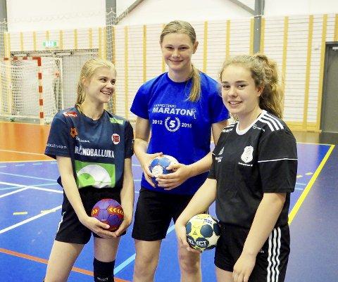 Fornøyde deltakere: Fra venstre Sofie Dinga, Henriette Sundhhaug og Vilde Grønvold (alle 14 år) var storfornøyd med håndballskolens opplegg. Foto: Svein-Ivar Pedersen