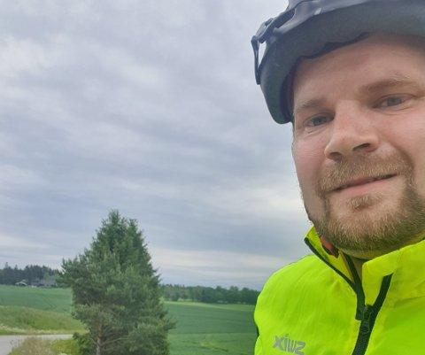 FORNØYD: Varaordfører Lars Halvor Stokstad Oserud kaller den nye trafikksikkerhetsplanen et kjempeløft for Ullensakers gang- og sykkelveier. Han er selv glad i å sykle.