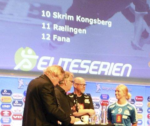 12. PLASS: Programlederne Bent Svele (t.v.) og Harald Bredeli sammen med Petter Kjærnes og Trine Haugstad på Norges Håndballforbunds «Avkast» torsdag. Skrim er tippet på 12. plass i eliteserien.