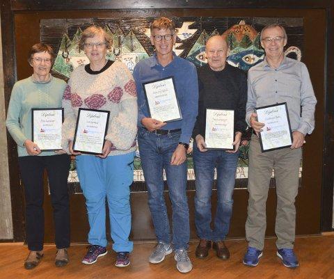 HEDRET: Fra venstre: Pirjo Luchsinger, Lise Hørtvedt, Svein Erik Søgård, Jørg Luchsinger og Gudmund Thoen. Torbjørn Hals ble også hedret.FOTO: KOL
