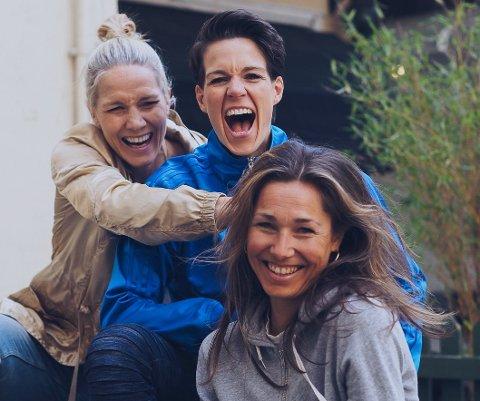 TENKER NYTT: Gro Hammerseng-Edin, Anja Hammerseng-Edin og Ingebjørg K. Vesaas (foran) har store håp for sitt nye prosjekt «Play & GROwth camp».