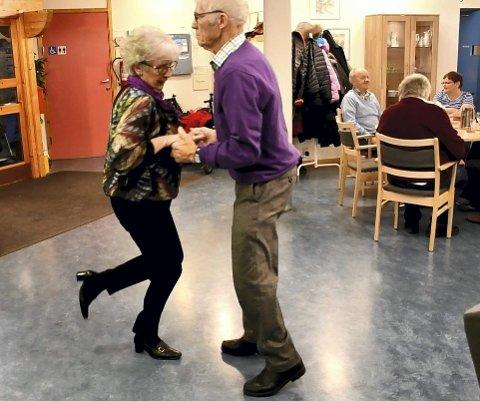 SWING: Marit Aaseth Bakke og Rolf Severin Bakke imponerte på dansegulvet.