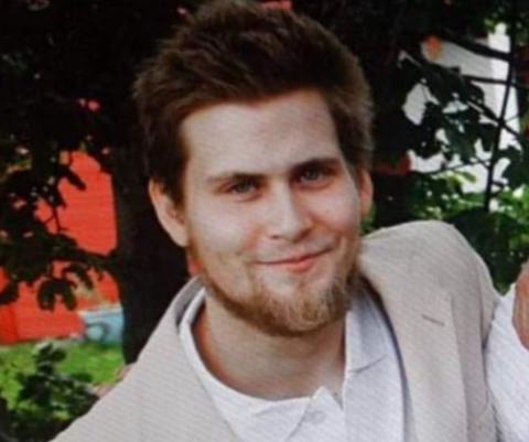 INITIATIV: Jonas Kristiansen er en av de fire som står bak rosestuntene ved sykehuset.