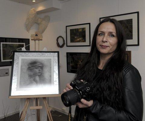 Fersk gallerieier: Fotokunstneren Linda Bøe i sitt nye galleri, Linda Bøe kunstgalleri.