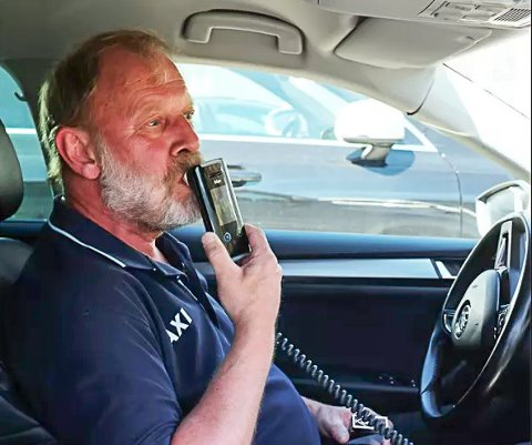 ALKOLÅS: Per Arne Velten fra Seljord har hatt alkolås i drosjen sin i tre år. Helt frivilling. Har er strålende fornøyd.