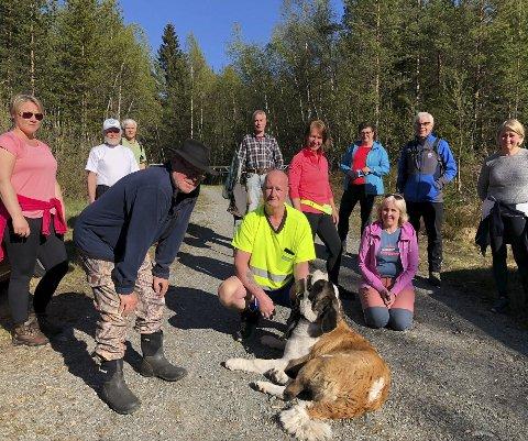 Dagens turgjeng: På facebook har Anne Vegerstøl opprettet gruppa «Ut på tur» for de som er hjemme på dagtid. Der varsler hun oppmøtetudspunkt og sted, så kan alle som vil være med å gå tur sammen.  Foto: Siri Fossing