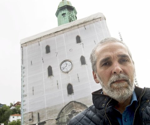 ETT ÅR TIL: Domkirken blir ikke «avduket» før til julen 2018. Årsaken er streiken blant fagarbeiderne som pusser opp kirken, sier kirkebyggsjef Arne Tveit.FOTO: ARNE RISTESUND